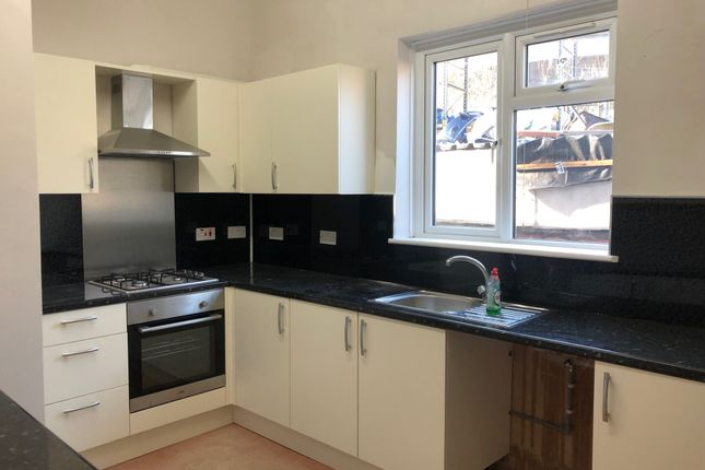 Thumbnail Flat to rent in York Road, Ilford, Essex