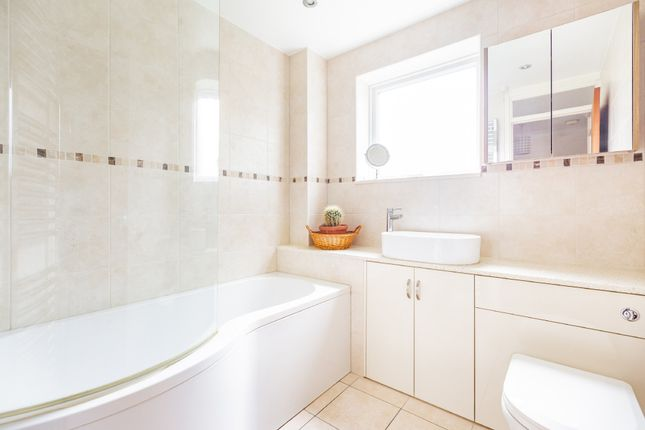 Family Bathroom of Coltstead, New Ash Green, Longfield DA3