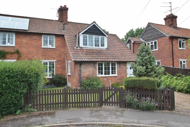 3 bed semi-detached house to rent in Bourne Road, Pangbourne, Reading