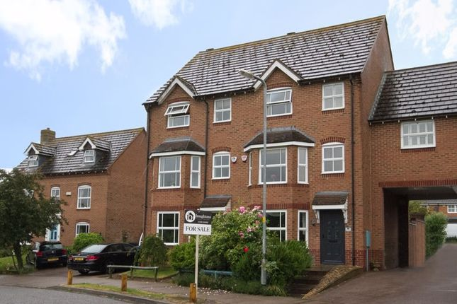 4 bed town house for sale in Humphries Drive, Brackley NN13