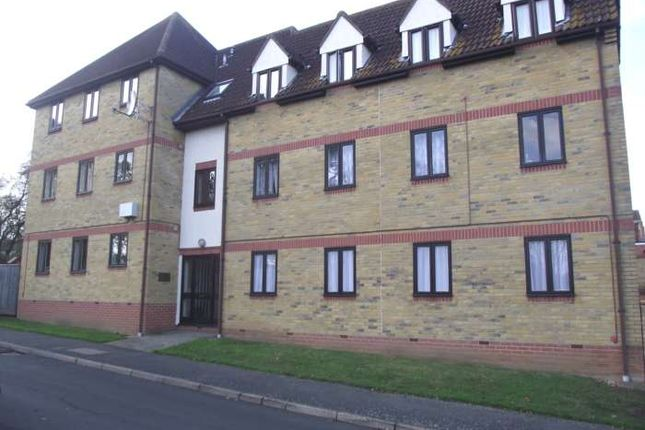 Thumbnail Flat to rent in Courtlands, Abels Road, Halstead.