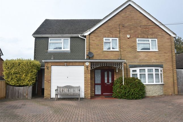 Thumbnail Detached house for sale in Franklin Avenue, Tadley, Hampshire
