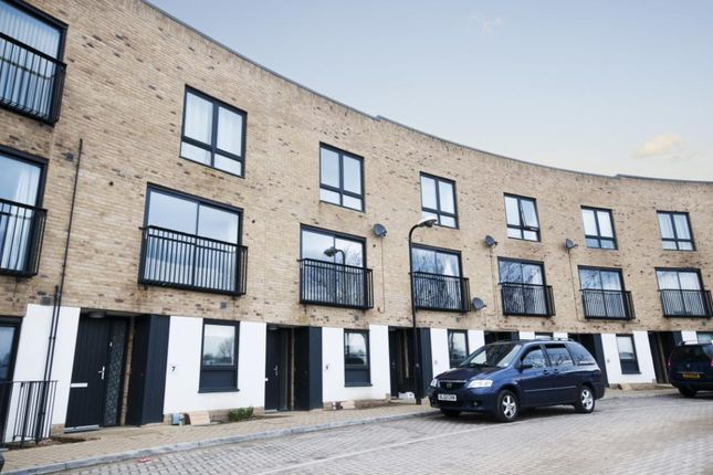 Thumbnail Terraced house to rent in Southfields Green, Gravesend, Kent