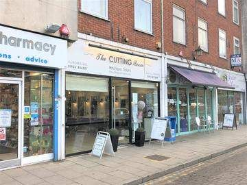 Thumbnail Retail premises for sale in Watling Street, Radlett