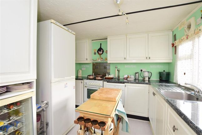2 bed mobile/park home for sale in Ashurst Drive, Tadworth, Surrey