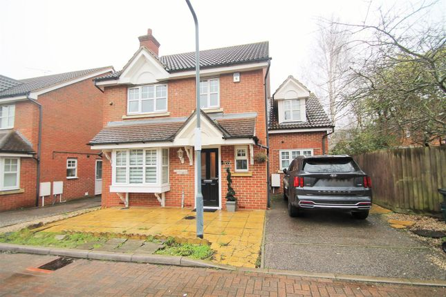 4 bed detached house for sale in Martham Close, Oakwood Gate, Hainault IG6