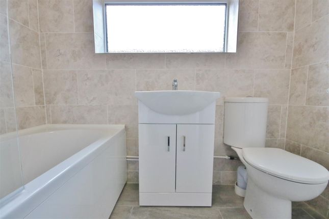 Bathroom of Vista Avenue, Kirby-Le-Soken, Frinton-On-Sea CO13