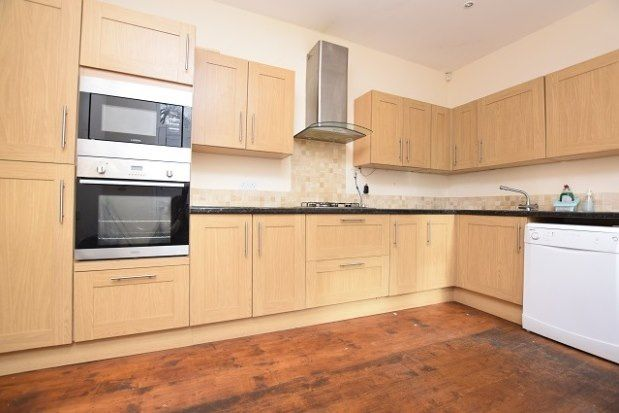 4 bed flat to rent in Sandford Grove Road, Sheffield S7