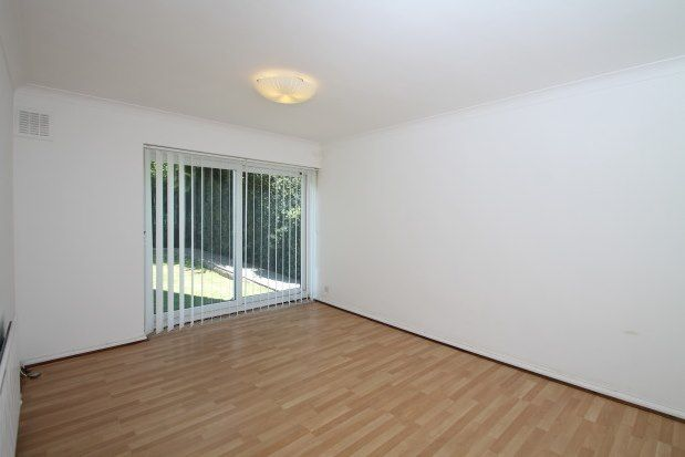 2 bed flat to rent in Ingleside Close, Beckenham BR3