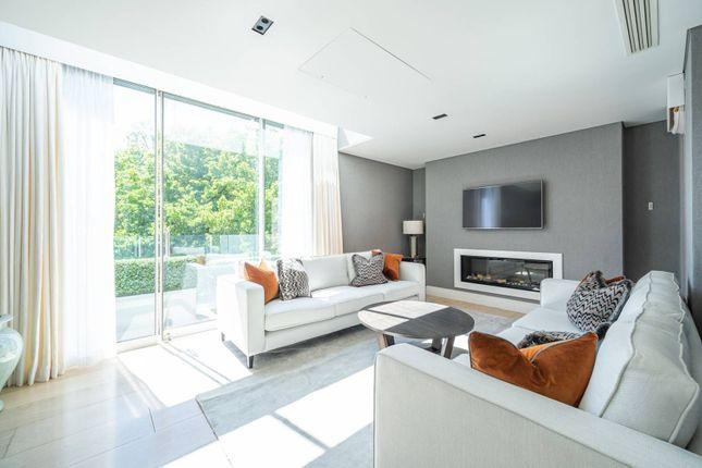 2 bed flat to rent in Green Street, Mayfair, London W1K
