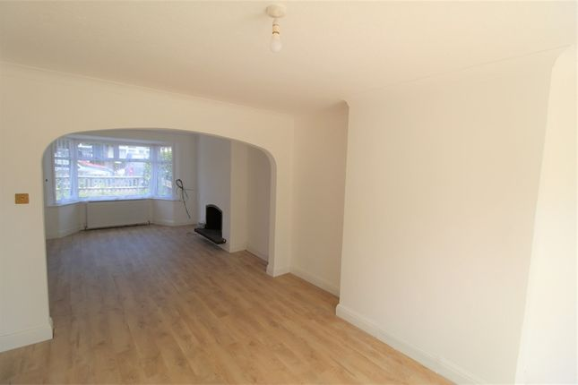 Thumbnail Semi-detached house to rent in Oakleigh Avenue, Edgware, Middlesex