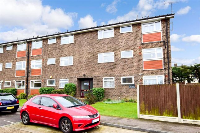 2 bed flat for sale in Manor Road, Romford, Essex RM1