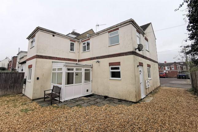 2 bed flat to rent in Longland, Salisbury, Wiltshire SP2
