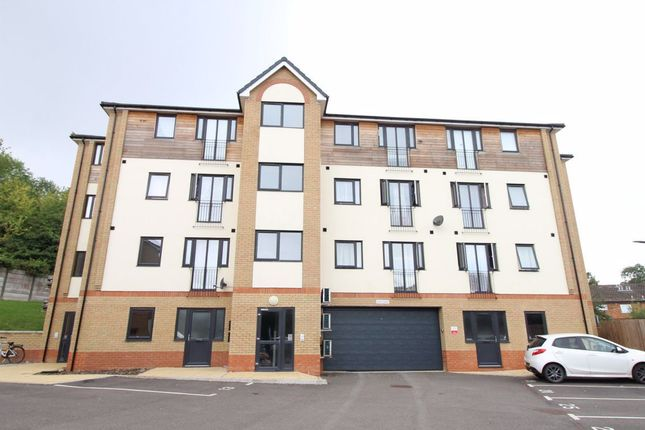 Thumbnail Flat to rent in Mulberry Close, Luton