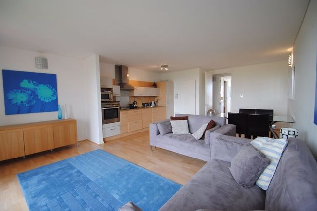 Thumbnail Flat to rent in Farnsworth Court, Greenwich, London