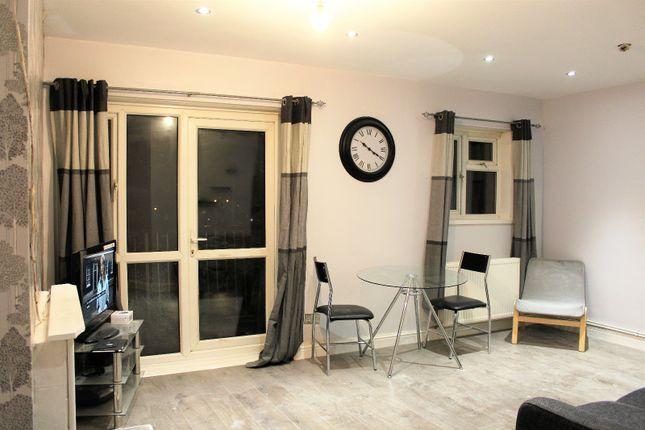 Thumbnail Flat to rent in Padnall Road, Romford