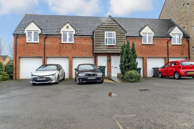 2 bed property to rent in Sir Henry Jake Close, Banbury, Oxon OX16