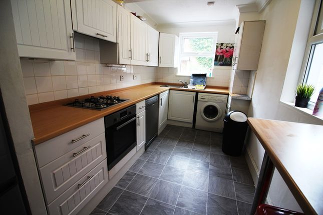 4 bed terraced house to rent in Kent Road, Reading
