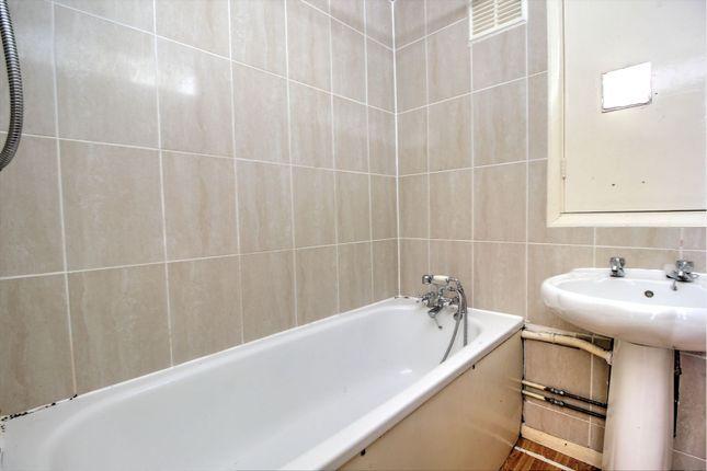 Bathroom of Derby Street, Sheffield S2