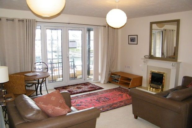 Thumbnail Flat to rent in Medina View, East Cowes