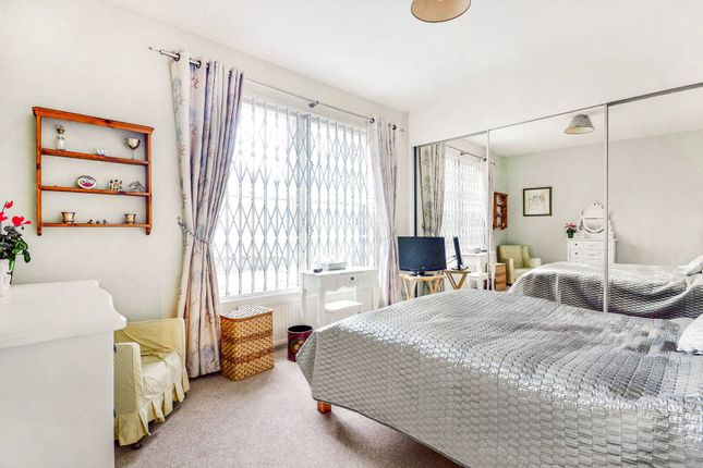 2 bed flat to rent in Coleherne Road, Chelsea