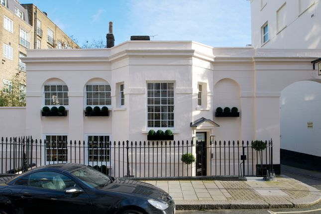 Thumbnail Town house for sale in South Eaton Place, Belgravia