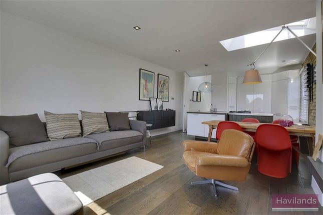Thumbnail Flat for sale in Compton Road, Winchmore Hill, London