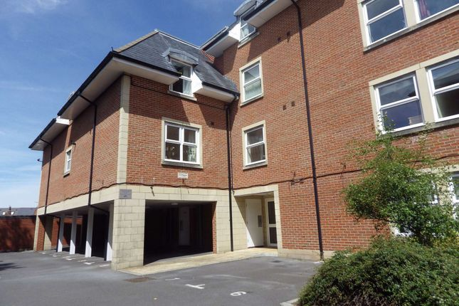 Thumbnail Flat to rent in Bath Road, Swindon, Wiltshire