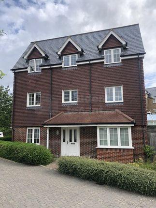 Thumbnail Room to rent in Warren Close, Farnham, Surrey