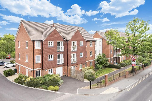 Flat for sale in Wellington Road, Wokingham, Berkshire