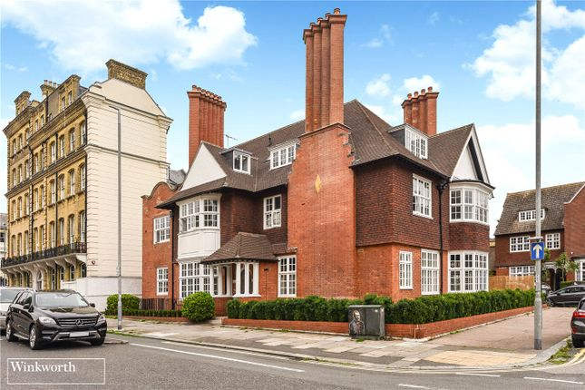 Thumbnail Flat to rent in Grand Avenue, Hove, East Sussex