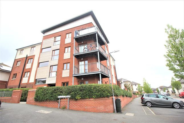 2 bed flat to rent in Hawkins Avenue, Gravesend DA12