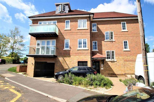 Thumbnail Flat to rent in Chatham Hill Road, Bat And Bakll, Sevenoaks, Kent