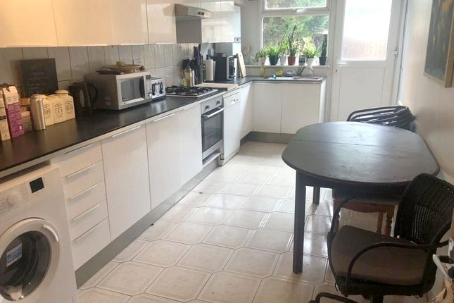 4 bed terraced house to rent in Campbell Walk, King's Cross N1