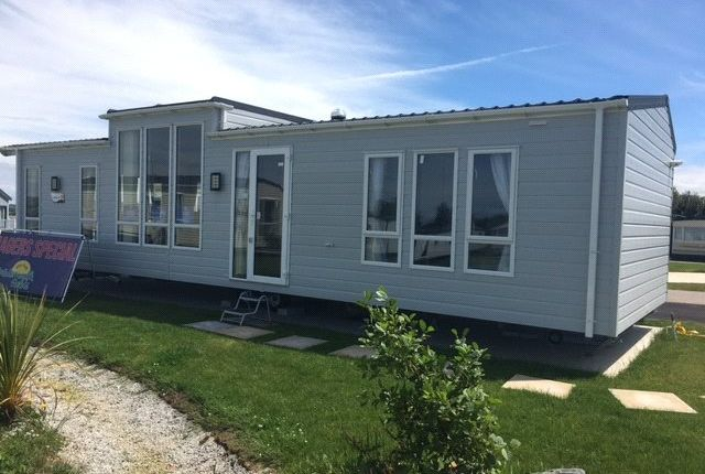 2 bed mobile/park home for sale in Willerby Bk Linear, Widemouth Bay, Bude