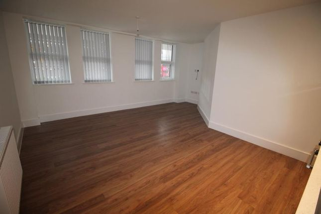 2 bed flat to rent in The Verve, Romford RM1