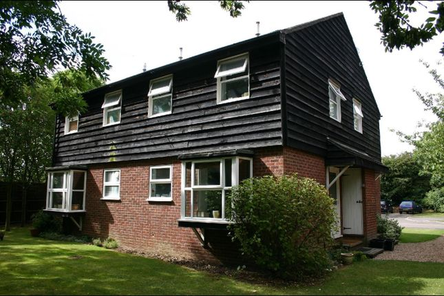 Thumbnail Property to rent in Simpson Close, Maidenhead, Maidenhead