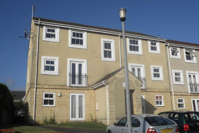 Thumbnail Flat to rent in Queens Square, Chippenham