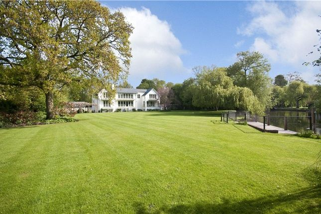 Thumbnail Detached house for sale in Wargrave, Berkshire