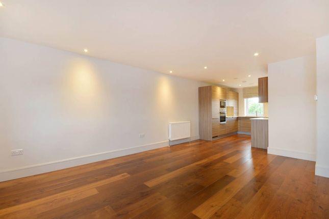 Thumbnail Flat to rent in Sheen Lane, Mortlake, London