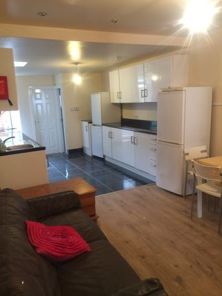 Thumbnail Shared accommodation to rent in Dawlish Road, Selly Oak, Birmingham