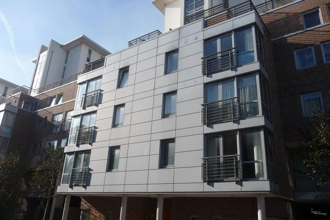 Thumbnail Flat to rent in Ramillies House, Cross Street, Portsmouth