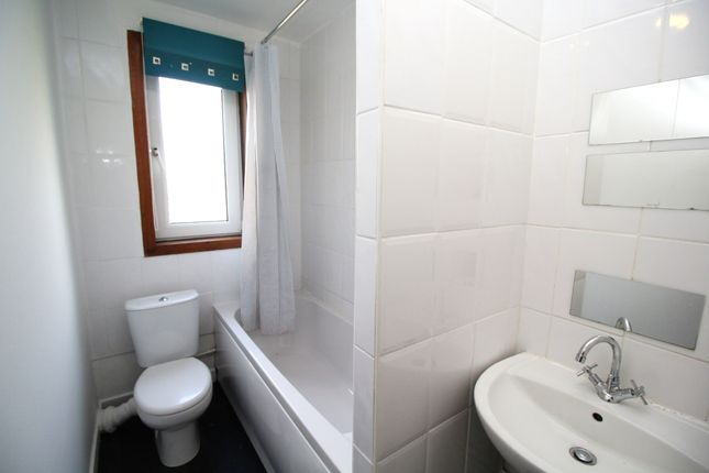 Bathroom of Luther Place, Dundee DD2