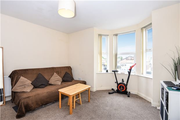Thumbnail Flat for sale in Parchmore Road, Thornton Heath, Surrey