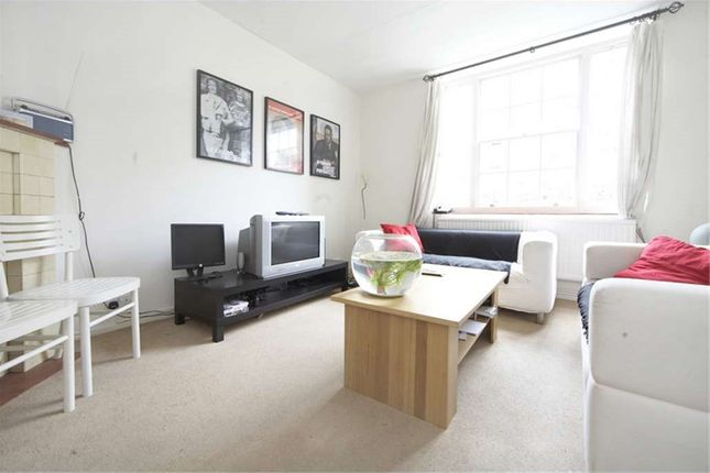 3 bed flat to rent in Barn Field, Upper Park Road, London