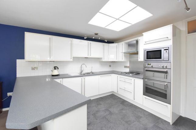 Thumbnail Flat to rent in Chilton Court, Station Avenue, Walton-On-Thames