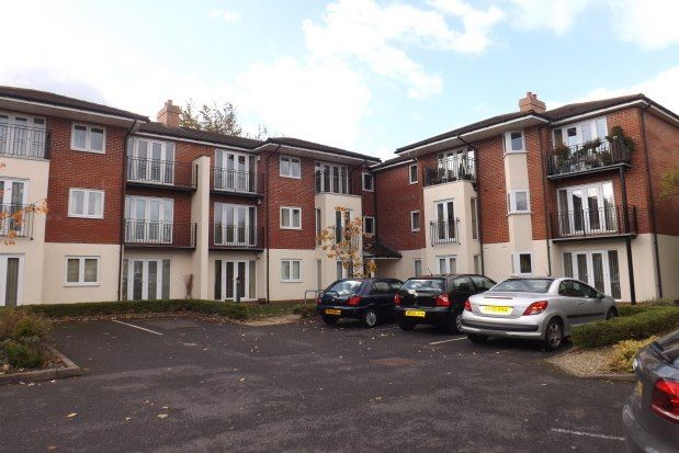 2 bed flat to rent in Haslucks Green Road, Shirley, Solihull B90