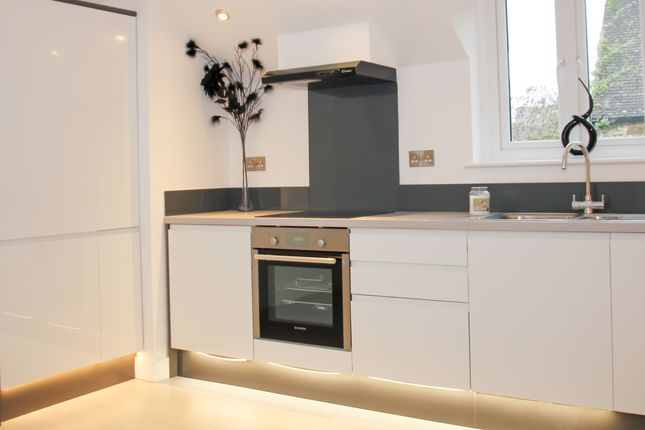 Thumbnail Flat to rent in Wesley Walk, High Street, Witney
