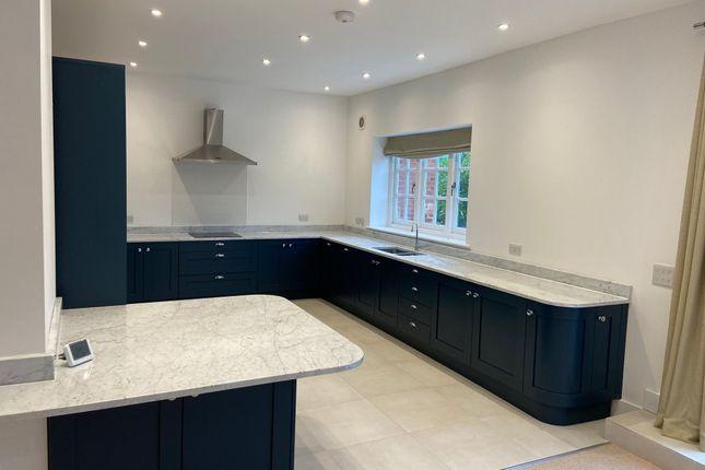 3 bed property to rent in Park Lane, Godden Green, Sevenoaks TN15