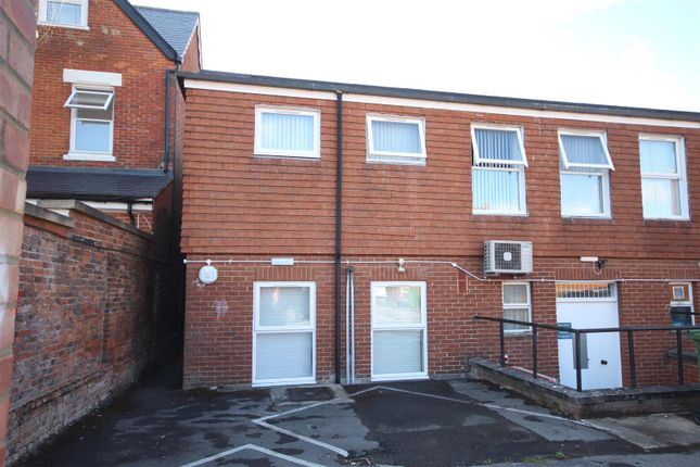 Thumbnail Flat to rent in Newbury Street, Wantage